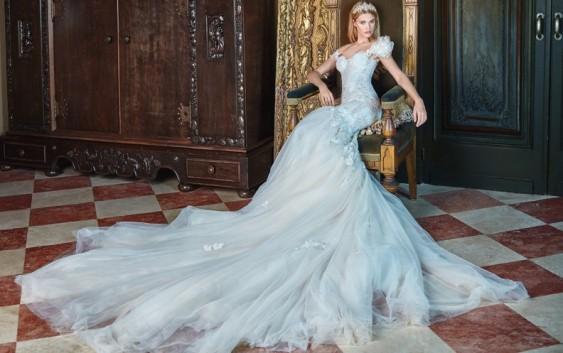 Rochii de mireasa regale! Noua colectie de rochii de mireasa este inspirata de elementele  florale din gradinile regale si  vrea sa surprinda fascinatia si frumusetea florilor.