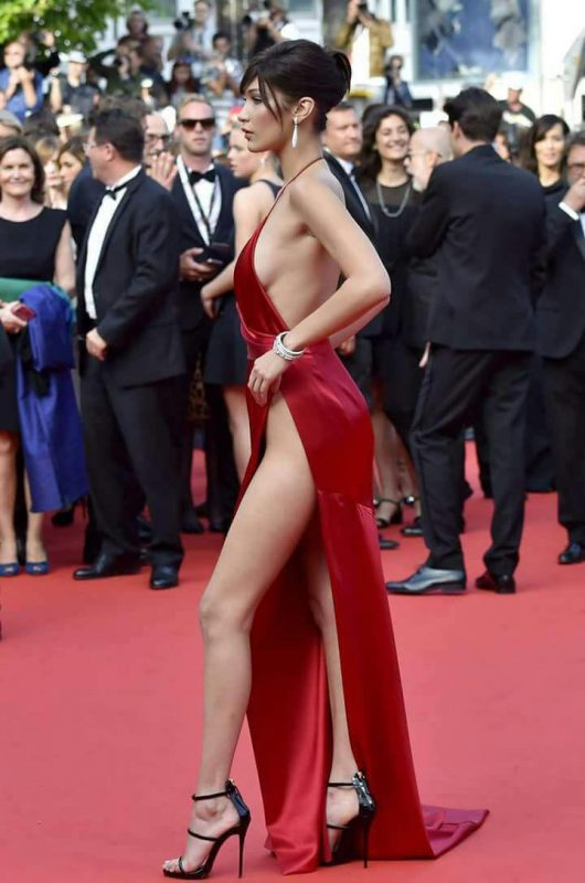 New York Fashion . E nevoie de curaj sa te îmbraci ca Bella Hadid. Ce părere aveți?