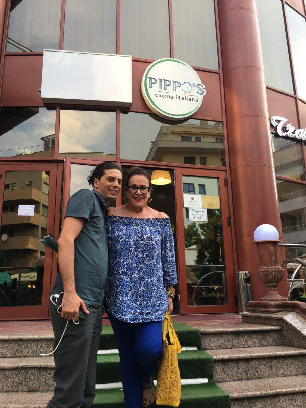 Celebra actrita Laura Zapata a luat masa la Restaurant Trattoria Pippo's! Vezi cine i-a gatit!