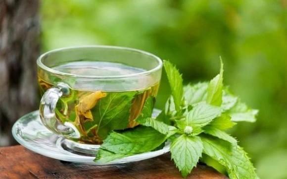 Cele mai bune ceaiuri pentru zilele fierbinţi de vară