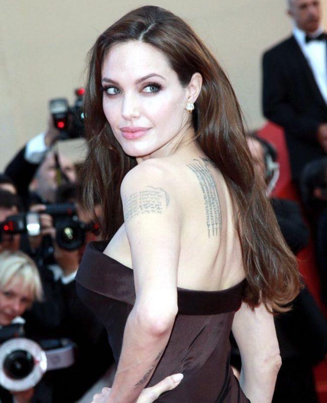 Angelina Jolie se luptă de doi ani să divorțeze de Brad Pitt