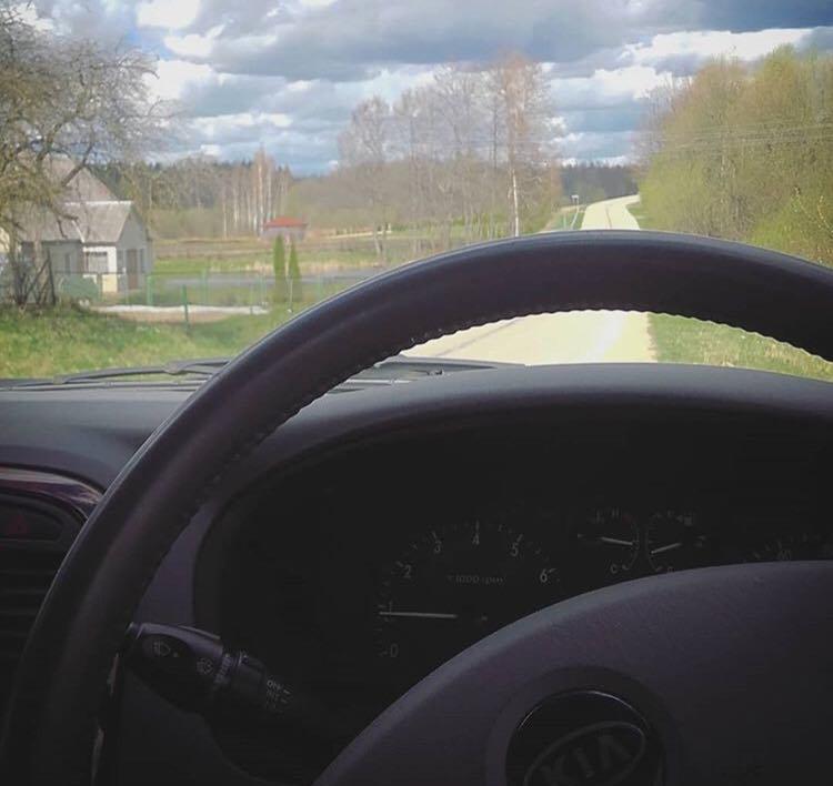 Mașinile cu volan pe dreapta, curând interzise