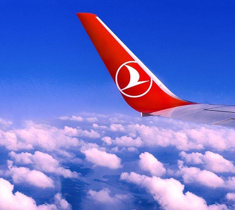 Aterizare de urgență pe aeroportul Otopeni, după o alertă de febră tifoidă