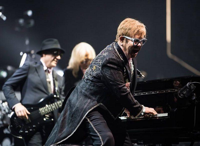 Elton John şi partenerul lui de viaţă au câştigat procesul intentat The Sun pentru defăimare