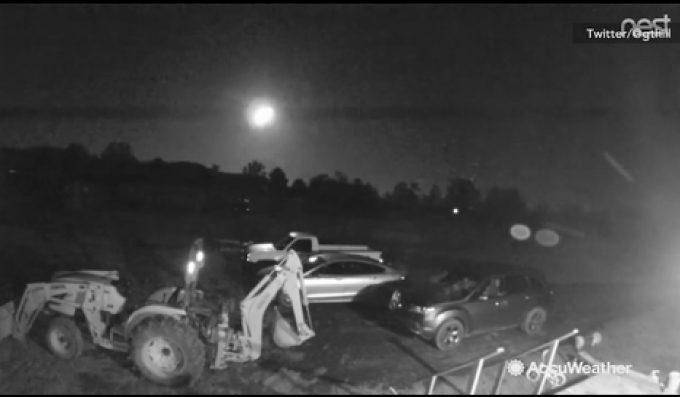 Meteorit în cădere, surprins pe cerul din SUA