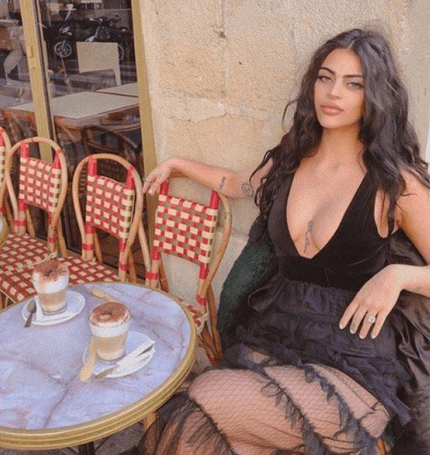 Scandal la Luvru! Un model celebru, dat afară din cauza ținutei