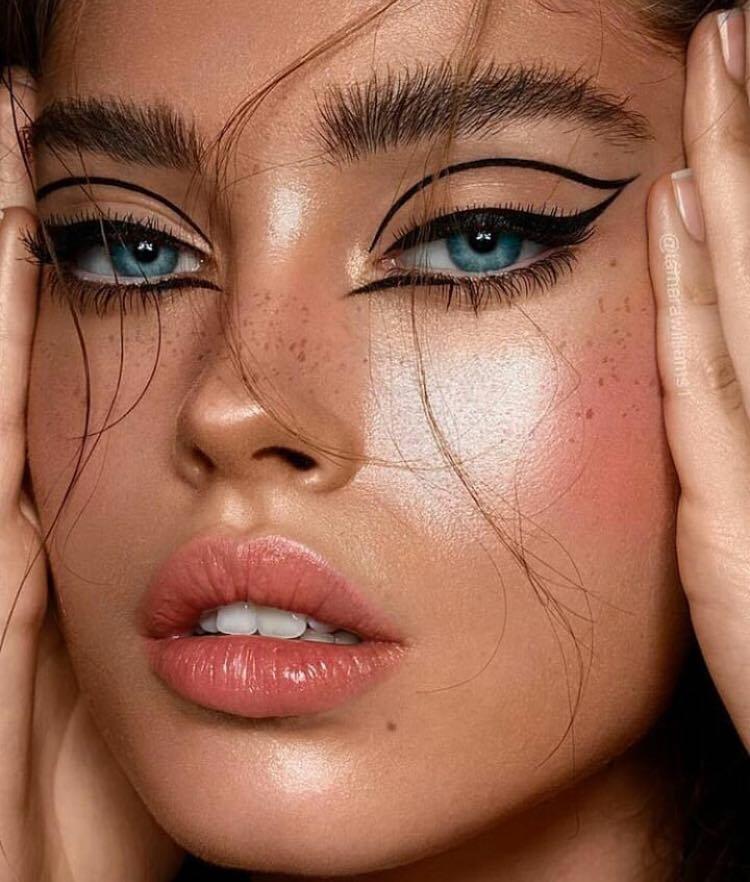 De ce oamenii cu ochii albaștri sunt diferiți de restul