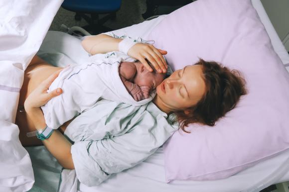 S-a născut primul copil dintr-un uter transplantat de la o femeie decedată