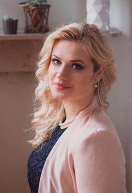 """Elena Cucicovschi, trainer pentru doamne.  Este inițiatoarea proiectului """"Arta de a fi Femeie"""""""