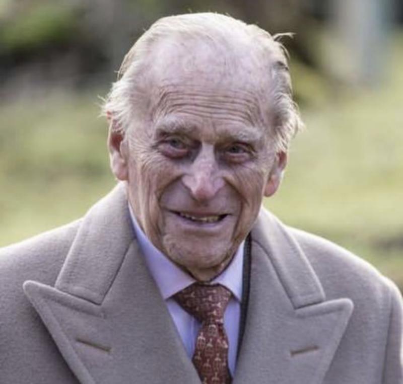 Prinţul Philip a renunţat la permisul de conducere