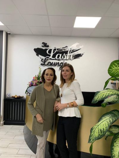 """Prințesa Lia și Miruna Vasile, managerul salonului """"The Lash Lounge"""""""