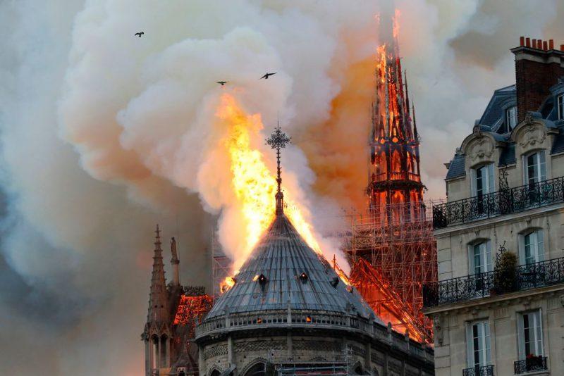 Esplanada catedralei Notre-Dame, redeschisă publicului