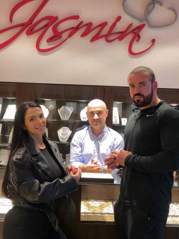 Francisca şi-a ales verighetele de la bijuteria Jasmin