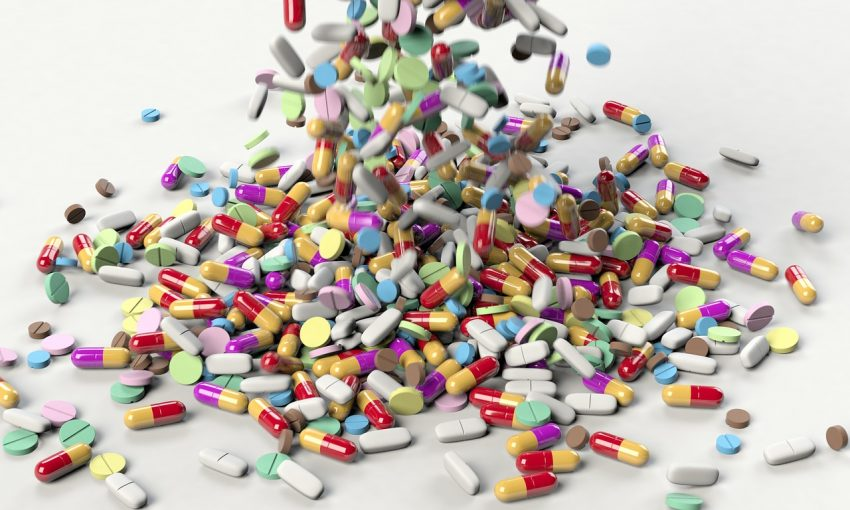 Bătrânii sunt otrăviți de medicamente
