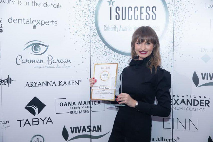 """Camelia Bratu a primit premiul de excelență în management pentru Dental Experts, Clinică Dentară Prof. Dr. Bratu în cadrul Galei I Success """"Celebrity Awards – Femei de Succes"""""""