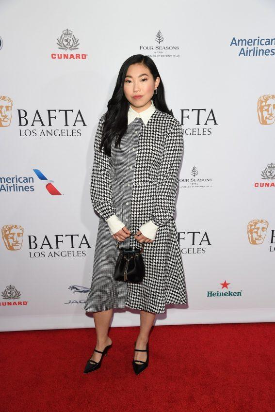 Awkwafina a purtat o ținută TommyXZendaya la petrecerea cu ceai BAFTA
