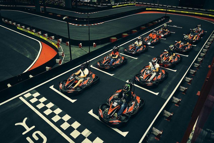 Experienta unei ture pe circuitul VMax! Fii pilot pentru o zi la VMax Karting