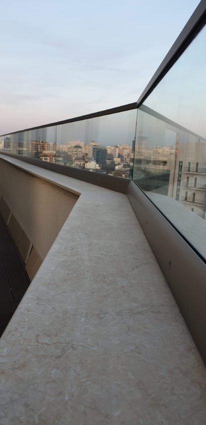 Unde se poate monta balustrada din sticlă securizată și care sunt principalele motive ale acestei alegeri?