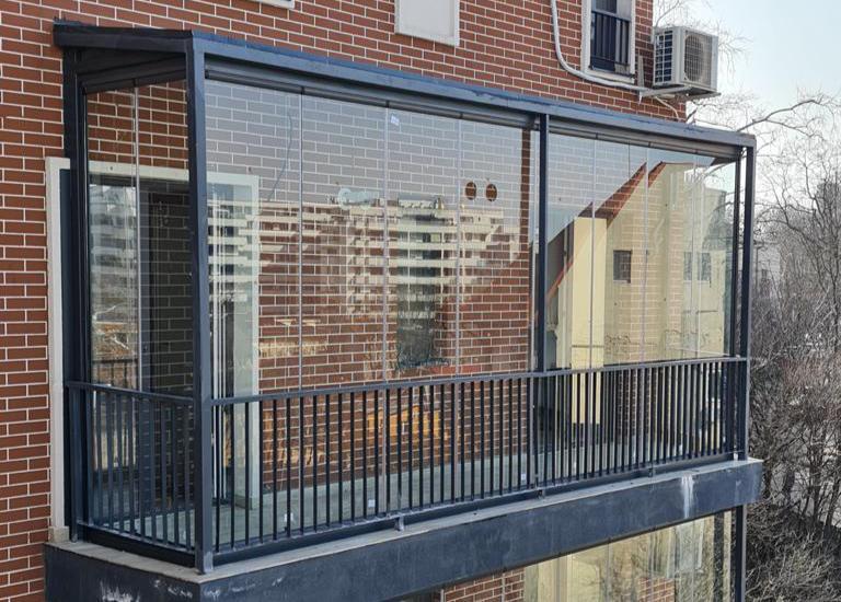 De ce să îți închizi terasa cu sticlă securizată?