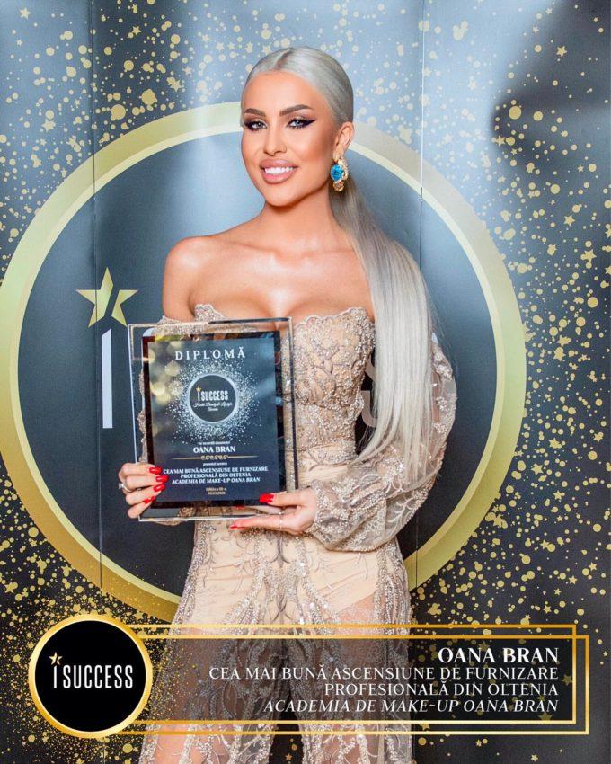 """Oana Bran a primit premiul pentru ,,Cea mai bună ascensiune de furnizare profesională din Oltenia"""" – Academia de make-up Oana Bran"""