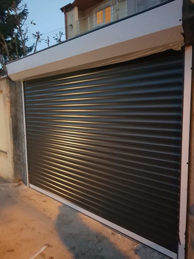 Uși de garaj secționale VS. Uși de garaj tip rulou.  Care sunt diferenţele şi ce alegem?
