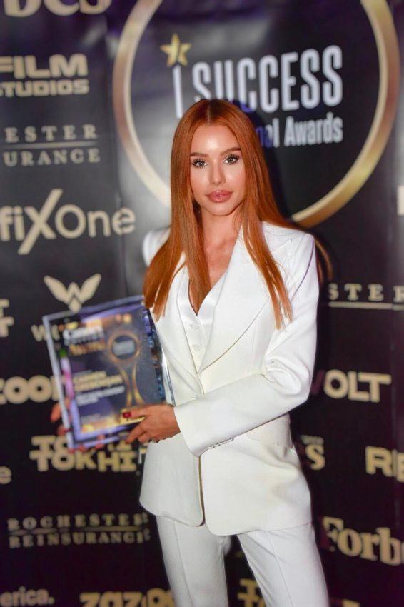 """Carmen Grebenişan a primit premiul pentru,,Best Digital Content Creator"""" la gala I Success Awards – Cannes Edition"""